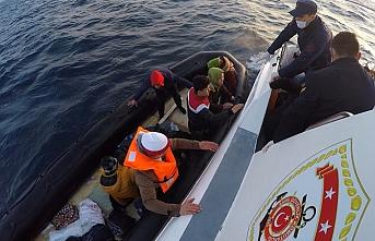 Midilli'den geri itilen göçmenleri yine sahil güvenlik kurtardı