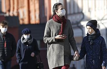 Rusya'da koronavirüs yasaklarına rağmen sokaklar boşalmadı