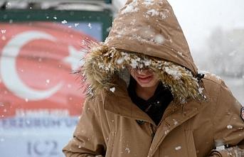 Türkiye donuyor: Kıyıda sağanak içeride kar var
