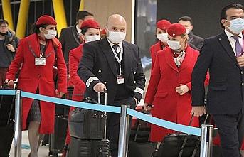 Türkleri taşıyan ilk uçak İstanbul'a geldi