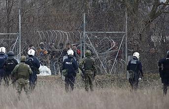 Yunan askerleri plastik mermiye saplanması için tel yerleştirmiş