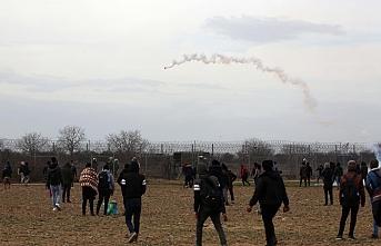 Yunan sınırında can pazarı.. Gaz bombaları havada uçuşuyor