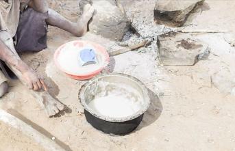 Aç çocukları için taş kaynatan Kenyalı anne yardım seferberliğine yol açtı