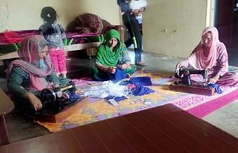 Cammu Keşmirli kadınlar koronavirüsle savaşta, cepheye evden katıldı
