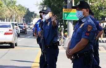 Filipinler'de karantina bölgelerinde idare güvenlik güçlerine devredildi