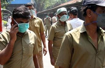 Hindistan'da binlerce kişi sokağa çıkma yasağını protesto etti