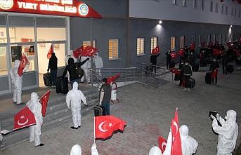 Kazakistan'dan getirilen Türk vatandaşları yurda yerleştirildi