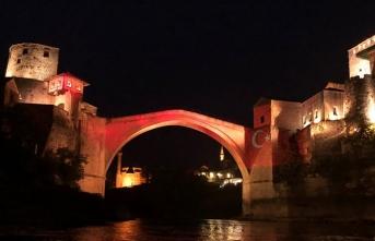 Mostar Köprüsü, TBMM'nin açılışının 100. yılı dolayısıyla Türk bayrağının renklerine büründü