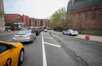 New York'ta bazı sokaklar yayalara 'sosyal mesafe' alanı için araç trafiğine kapatılacak