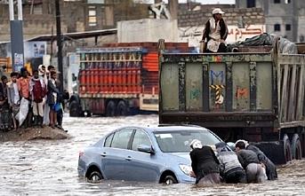 Yemen'de sel nedeniyle 1700 aile mahsur kaldı