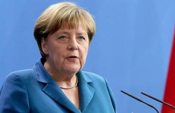 Merkel'e göre Kovid-19 aşısı için 8 milyar avro gerekiyor
