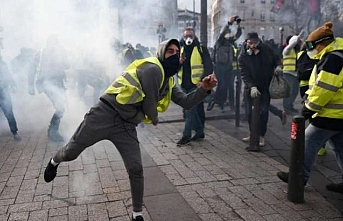 Paris'te polis şiddetine karşı gösteride arbede