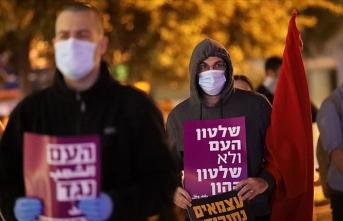 Tel Aviv'de sosyal mesafeli Netanyahu karşıtı gösteri