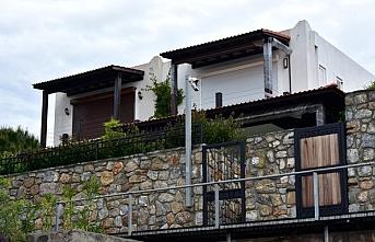 Yılmaz Özdil'in villasında imara aykırı bölümler yıkılıyor