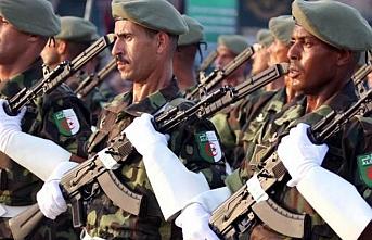 Cezayir askerine yurtdışı görev için resmi izin