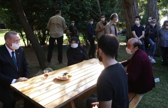Cumhurbaşkanı Erdoğan, Küçük Çamlıca Korusu'nda vatandaşlarla sohbet etti