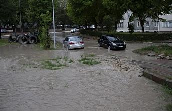 Edirne'de sağanak nedeniyle yol çöktü