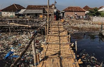 Endonezya'nın Pasuruan şehrinde nehir çöplerle doldu