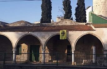 Güney Kıbrıs'ta bir provokasyon daha! Camiye bu kez Bizans bayrağı astılar
