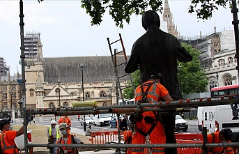 İngiltere'de ırkçılıkla mücadelede heykeller hedefte