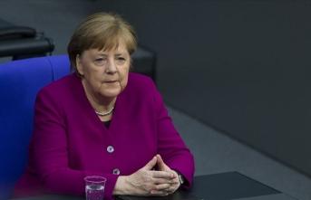 Merkel, Çin Devlet Başkanı Şi ile ekonomi ve uluslararası konuları görüştü