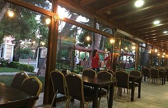 Restoran ve kafeler yeniden 'Bismillah' dedi