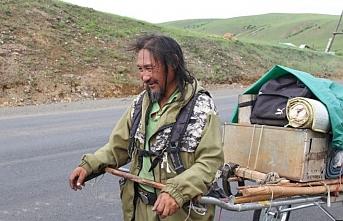 'Şeytan Putin'i kovmak için uğraşan Yakut Şamana deli damgası