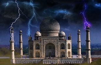 Tac Mahal fırtınada zarar gördü