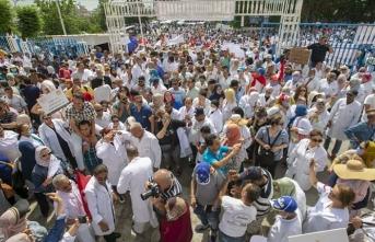 Tunus'ta sağlık çalışanlarından genel grev