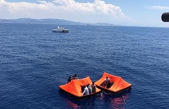 Yunanistan'ın ittiği 36 düzensiz göçmen Foça'da kurtarıldı