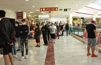 Avusturya'da bazı kapalı alanlarda yeniden maske kullanma zorunluluğu