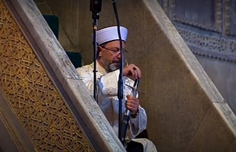 Ayasofya Camii'nde Cuma Hutbesi Osmanlı adetine göre kılıçla yapıldı