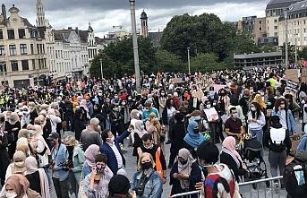 Brüksel'de başörtüsü yasağı protesto edildi