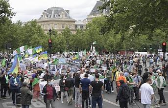 Cezayirliler Bastille Meydanı'na yürüdü