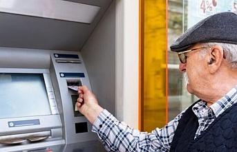 Emeklilere bayram öncesi 11 milyar lira bayram ikramiyesi ödendi