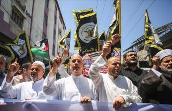 Gazze'de yüzlerce kişi İsrail'in Rahmet Kapısı Mescidi'ni kapatma kararını protesto etti