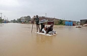 Güney Asya'da sel ve heyelan felaketi: Can kaybı 221'e yükseldi