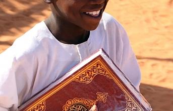 Hayrat İnsani Yardım Derneği Senegal'de 90 binden fazla Kur'an-ı Kerim dağıttı