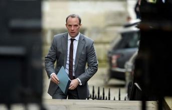 İngiltere Hong Kong'la suçluların iadesi anlaşmasını süresiz askıya aldı