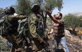 İsrail askerlerinden Batı Şeria'da Filistinlilere müdahale