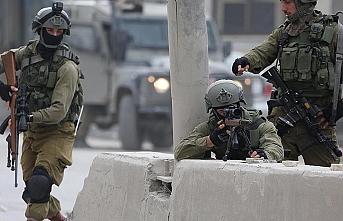 İsrail askerleri Filistinli belediye yetkilisinin evindeki tarihi esere el koydu