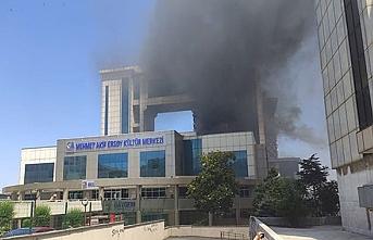 İstanbul Bayrampaşa'da kültür merkezinde yangın