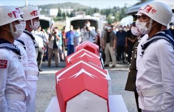 Mersin'de devrilen otobüste şehit olan 4 asker için tören