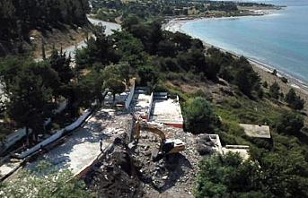 Salda Gölü kıyısındaki kaçak ve depreme dayanıksız tesis yıkıldı