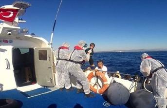 Türk kara sularına itilen 66 sığınmacı kurtarıldı