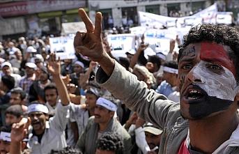 Yemenliler alıkonulduktan sonra kaybolanlar için gösteri düzenledi