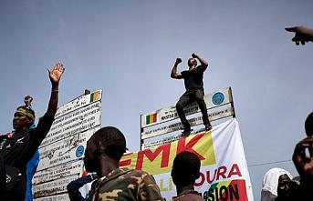 Askeri kalkışma olan Mali'ye hava ve kara sınırları kapatıldı