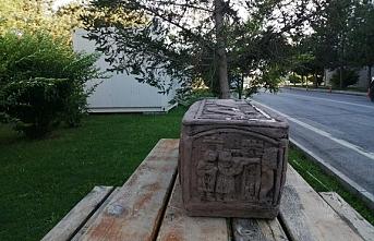 Erzincan'da tarihi lahit mezar satılamadan ele geçirildi