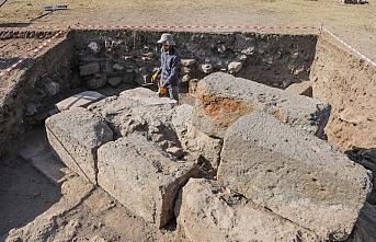 Eski Ahlat Şehri İç Kalesi'ndeki kazılarda yeni bulgulara rastlandı