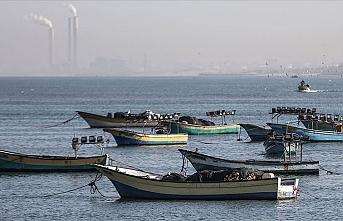 İşgalci İsrail Gazzeli balıkçıların avlanmasını yasakladı